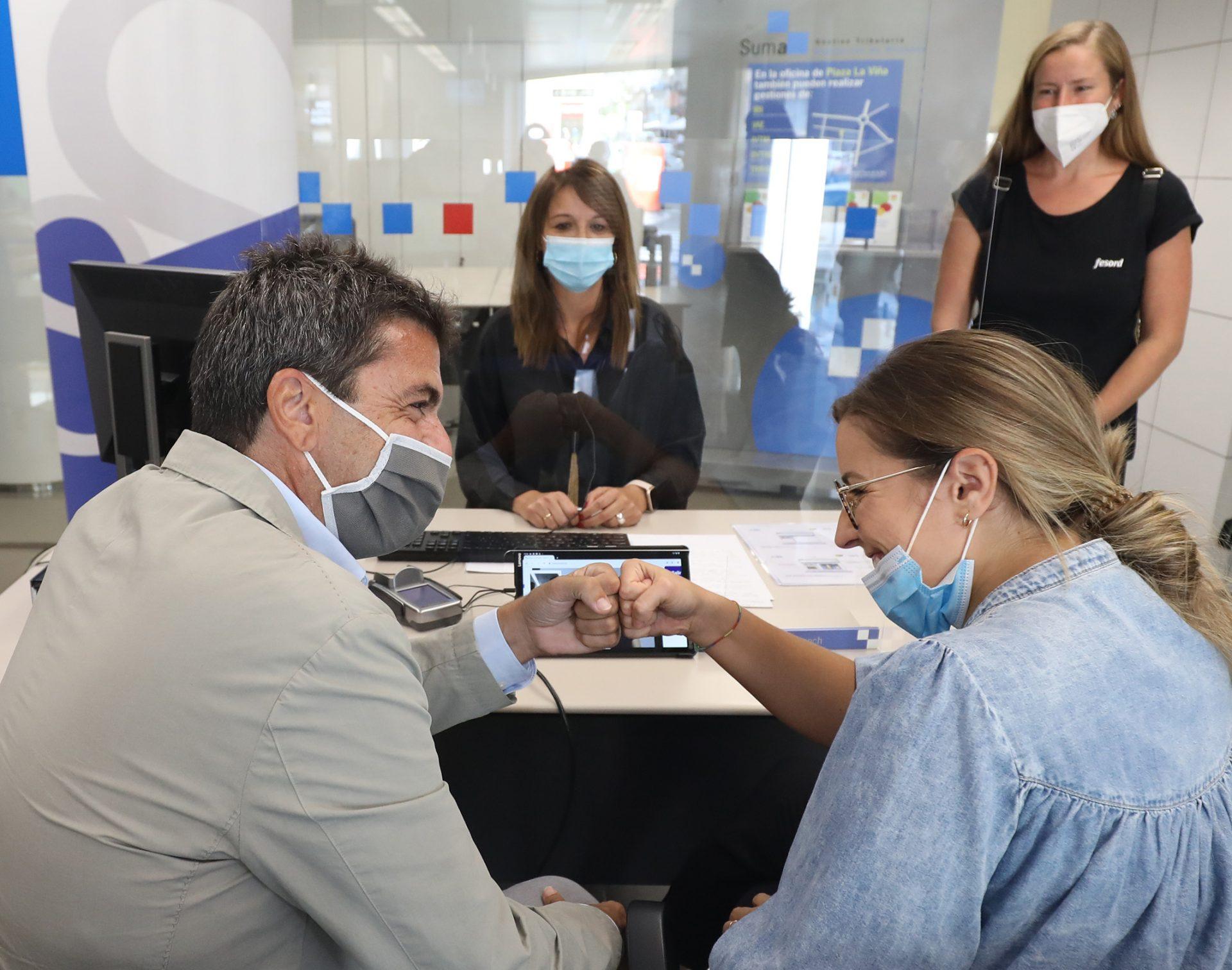 Suma implanta en les seues oficines un sistema de vídeo interpretació en llengua de signes per a garantir l'atenció a les persones sordes