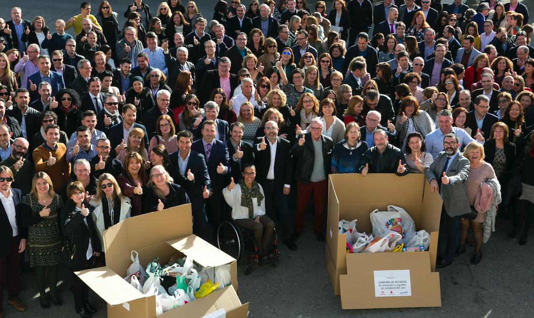 500 kilos de comida y juguetes para Cáritas y Cruz Roja